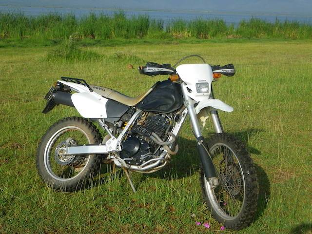 honda xr400 motard personalizzata di aventure safaris. Black Bedroom Furniture Sets. Home Design Ideas