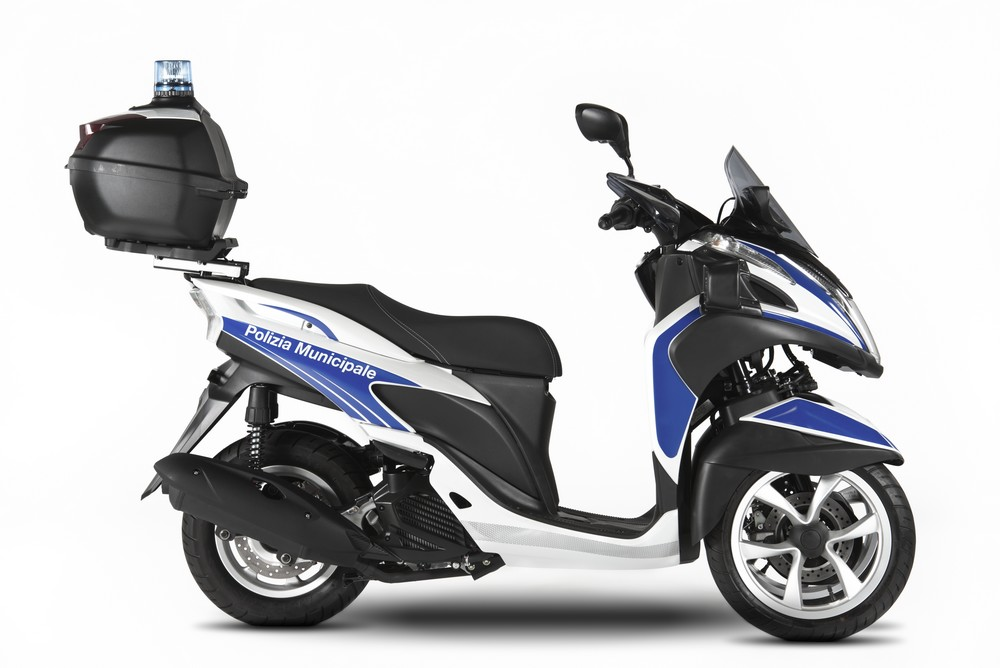 yamaha introduces the tricity 125 to the yamaha police fleet motorcycle news webike japan. Black Bedroom Furniture Sets. Home Design Ideas