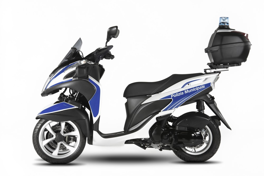 yamaha introduces the tricity 125 to the yamaha police. Black Bedroom Furniture Sets. Home Design Ideas