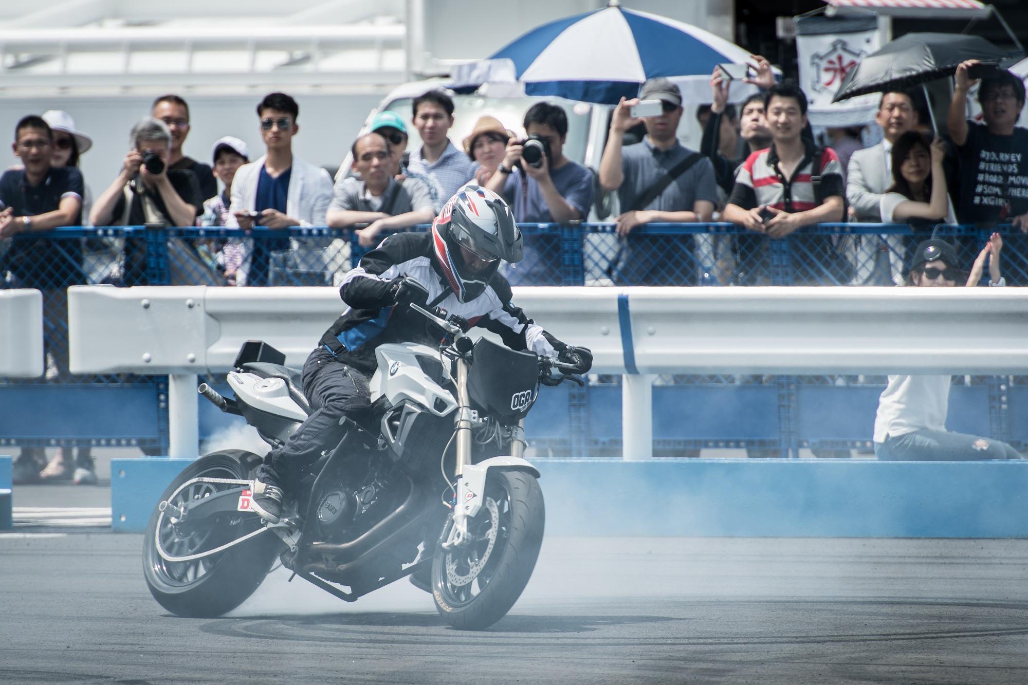 Stunt Rding by BMW F800R   Webike Moto News
