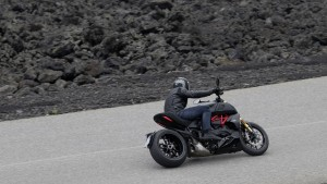 Diavel-1260-S-MY19-Ambience-02-Gallery-1920x1080