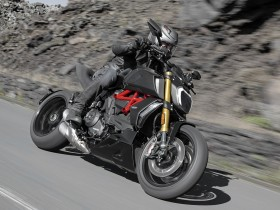 Diavel-1260-S-MY19-Ambience-07-Gallery-1920x1080