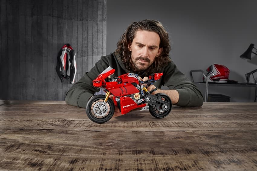 DUCATI Panigale V4 R LEGO Model will be Available in June!