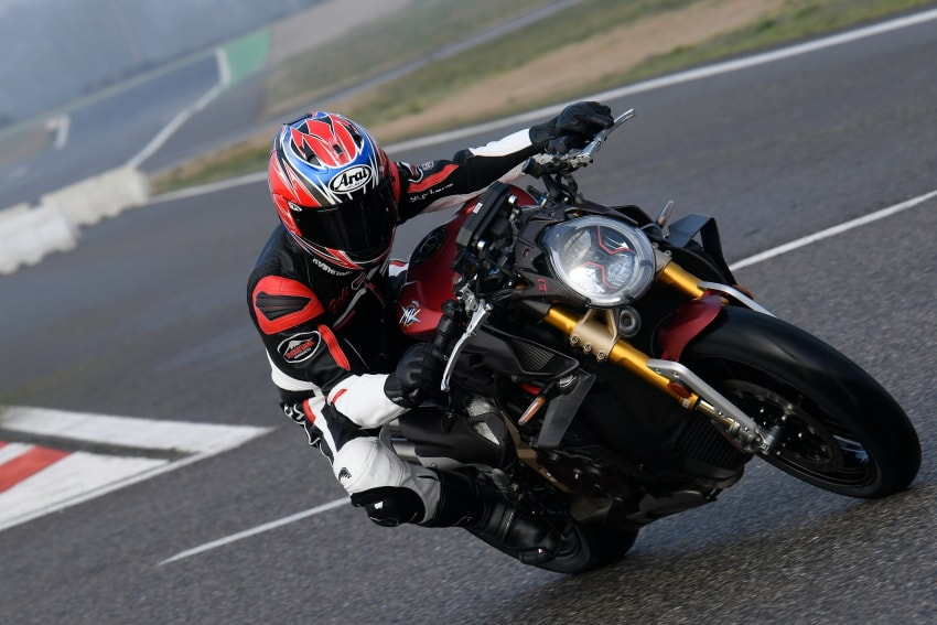 MV AGUSTA BRUTALE 1000 Test Ride Reviews: 208ps is Intense and Friendly