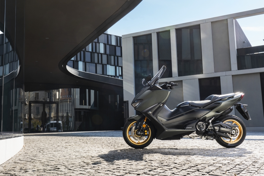 YAMAHA Released TMAX560 TECH MAX ABS and TMAX560 ABS